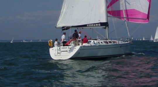 Jeanneau 43 sailing in the sunshine