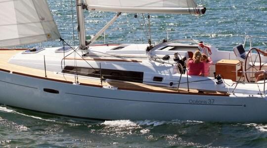 Charter Beneteau 37